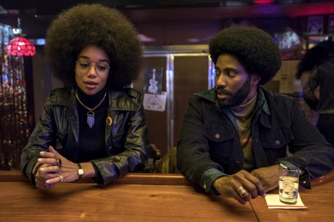 Laura Harrier (Patrice Dumas), John David Washington (Ron Stallworth)